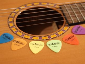 how to make a guitar pick