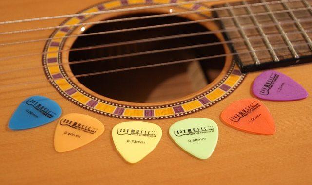 how to make a guitar pick