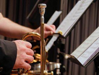 trumpet music stand